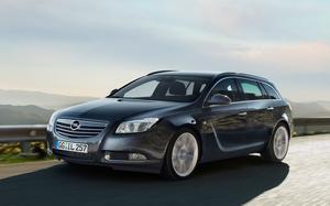Det svänger om nya Opel Insignia - i alla fall när det gäller linjeföringen. Kombiversionen kommer att bli en bästsäljare tror den svenske generalagenten.Foto: Thomas Ernsting