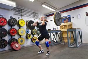 Lita Söderqvist utbildar sig till läkare mitt under satsningen på tyngdlyftning – en kombination hon ser som väldigt positiv.