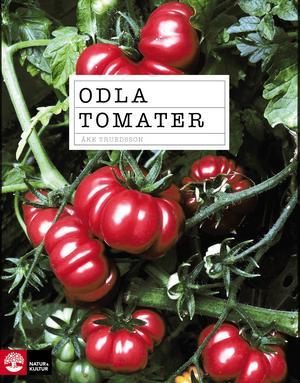 Odla tomater   Åke Truedsson   Natur & Kultur   Att odla tomater kan vara beroendeframkallande. Det finns hundratals sorter att välja mellan. I boken finns 50 sorter beskrivna. Smak, växtsätt, om sorten passar för växthus eller kan odlas på friland, avkastning och ursprung finns på varje tomat. Här finns också odlingsråd, sjukdomar och problem och ett kapitel med härliga tomatrecept.