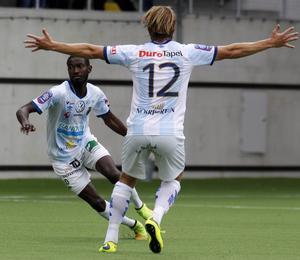 Dioh Williams kunde förstås jubla efter sina två mål i segermatchen mot Helsingborg. Anders Bååth tyckte också att det var värt att fira.