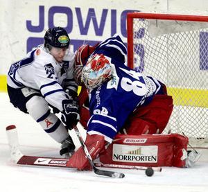 Den inlånade Timråmålvakten Magnus Åkerlund höll nollan igen. Förra matchen i Sundsvallströjan slutade 1–0. Då stod Nybro för motståndet. Gårdagens mötet mot Leksand slutade på samma sätt.