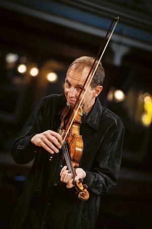 Gilles Apap spelar i Sollefteå den 17 maj