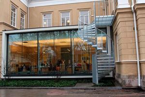 Snart godkänd? Den omdiskuterade utbyggnationen av Rudbeckianska gymnasiet har överklagats och visat sig vara olaglig. Men nu vill kommunen göra den godkänd.