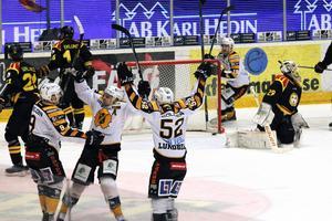 Skellefteå var länge pressat mot Brynäs. Men i slutet på tredje perioden avgjorde Janne Pesonen – och efter 2–4-förlusten är det nu brant uppförsbacke för Brynäs i kvartsfinalserien.