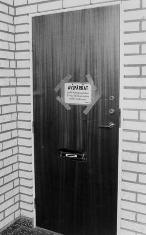 Polisen spärrade av lägenheten för att göra en teknisk undersökning.