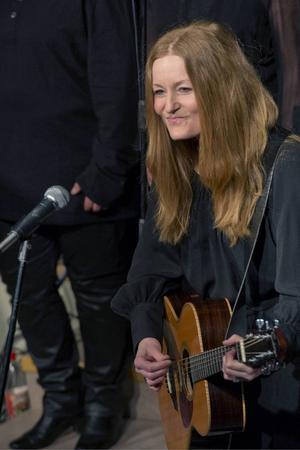 Anna Stadling är en av artisterna som uppträder.