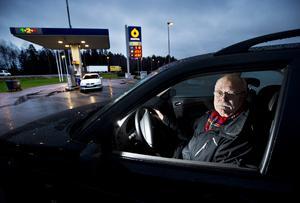 Prisras. Stefan Lanehed med förflutet inom bland annat radion har noterat att bensinpriset sjunkit under hösten till det lägsta på fyra år.Foto: Tony Persson