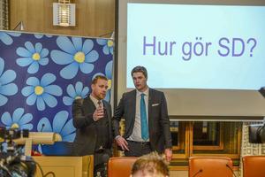 SD:s vikarierande partiledare Mattias Karlsson och den ekonomiskpolitiske talespersonen Oscar Sjöstedt inför presskonferensen om hur de tänker rösta i budgeten.