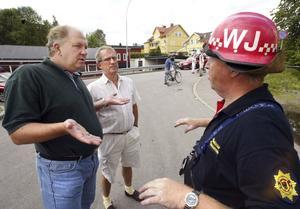 """Mats Göransson (till vänster i bild) står fri. """"Inga iakttagelser har gjorts som aktualiserar brottsmisstankar eller fråga om näringsförbud"""", skriver konkursförvaltaren. Bilden är tagen i samband med branden på Sagabio 2003"""