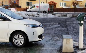 Kommunen vill sätta upp laddplatserna i anknytning till parkeringar i områden där många passerar.