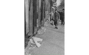 Kristallnatten mellan 9 och 10 november 1938 dödades 400 judar. Hus, butiker och synagogor förstördes. Foto: TT