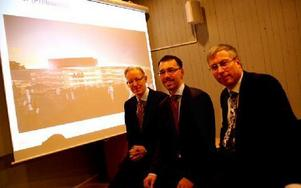 Tre cheferna vid presskonferensen där nyheten om ABB:s HVDC-fabrik i Ludvika tillkännagavs. Johan Söderström, Per Eckemark och Lars Åkerstedt.