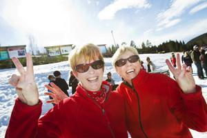 Lilian Magnusson och May Persson har åkt från Ljusdal för få se Team Andreas. De matchande röda jackorna var mest en slump.