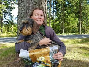 Susanne Mellhammar från Härnösand vann tävlingen med sin tax Smilla.