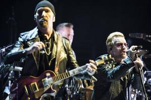 Globen var fylld när Bono, The Edge, Adam Clayton och Larry Mullen jr i U2 klev upp på scen för den första av sina fyra spelningar i Stockholm på onsdagskvällen.