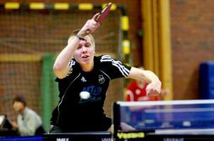 Kalle Rosén blev hjälte och matchvinnare åt Pålsboda GoIF, sedan han slagit Ålsta IK:s Stig Åberg i en stenhård femsetare.
