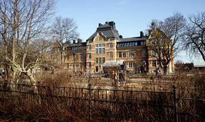 Herrgärdsskolan stod klar 1905 och ritades av Erik Hahr som bara några år senare blev Västerås stadsarkitekt.