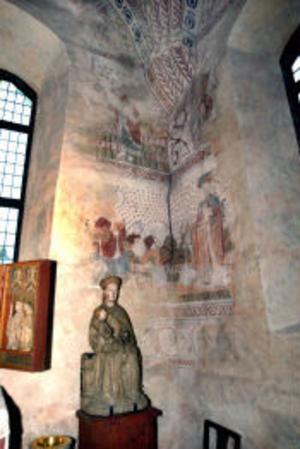 Den ovärderliga dopfunten i gamla Alnö kyrka ska nu kameraövervakas.