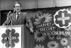 Statsminister Thorbjörn Fälldin (C) i talarstolen 1981.