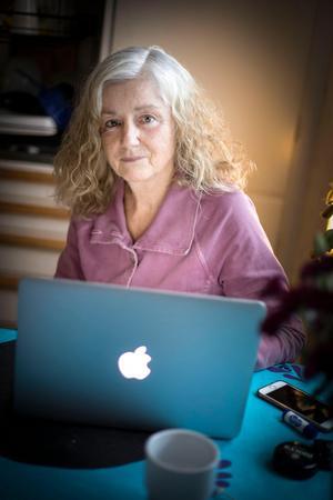 Gunnel flyttade till Östersund för kärleken och sedan följde småbarnsåren. Hon bytte ett fast jobb på GT i Göteborg mot ett sommarvikariat på Länstidningen i Östersund där hon blev kvar i 24 år. Hon var reporter, nöjeschef, redigerare och LT:s första kvinnliga nattchefen.