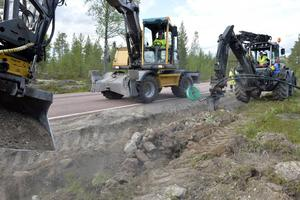 Fiber plöjs ner i norra Dalarna, men nu stoppas stödet till utbyggnaden i en rad dalabyar.