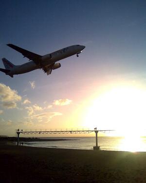 Som tur var hade jag mobilen med mig på morgonpromenaden, när planet precis lyft från flygplatsen.