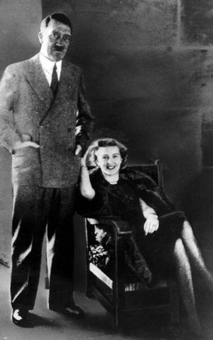 Adolf Hitler och Eva Braun i Berchtesgaden.