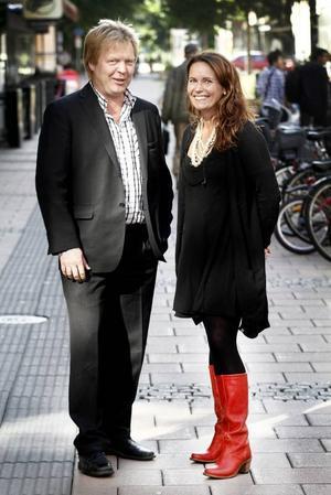 nöjd med sitt nyförvärv. Bosse Andersson, chef för konsultföretaget Knowit i Sandviken, är nöjd över att ha värvat Lotta Widorson Lassfolk, en av höjdarna hos it-jätten Microsoft.