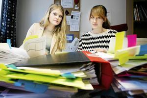 Linnea Brundell och Joanna Wågström är reportrarna som grävde fram avslöjandet om spritskandalen i det kommunala försäkringsbolaget. Nu överklagar de kommunens beslut att inte lämna ut  politikernas mejlväxling.
