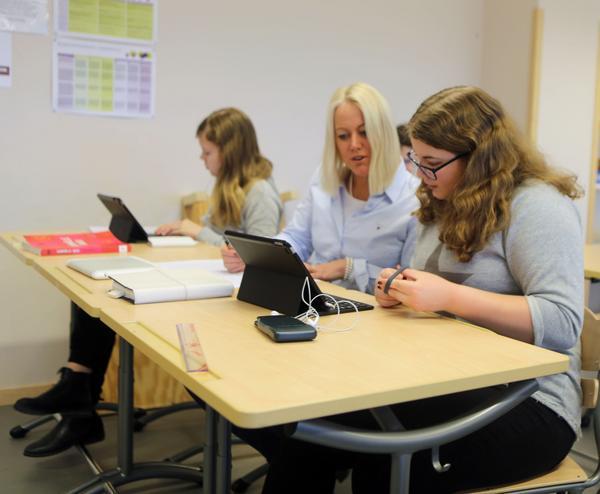 Carina Nilsson  har satt sig i skolbänken tillsammans med åttorna i Funäsdalen under en vecka  för att få ett elevperspektiv.