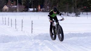 Fatbikecyklarna har mycket bredare däck än vanliga cyklar och passar därför bra på snö.
