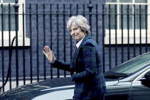 Storbritanniens premiärminister Theresa May (Konservativ) vinkar farväl till Europeiska Unionen, EU.
