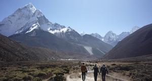 Nu ordnar många researrangörer resor till Mount Everest.