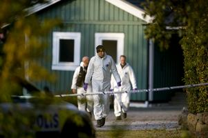 Sent på onsdagskvällen i oktober 2015  påträffades de båda bröderna döda på en adress utanför Vallåkra.