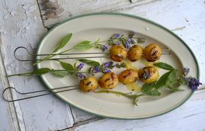 Grillad färskpotatis är förvånansvärt gott.