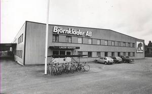 1981 flyttade Björnkläder till den här fastigheten i Marielund som många numera passerar på vägen till och från Willy:s.