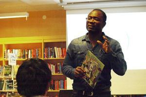 Cletus Nelson Nwadike berättade om sin poesi och här om sin barnbok,