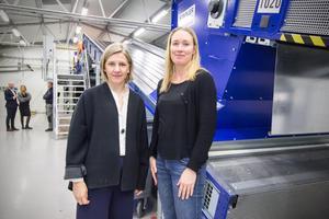 Karolina Skog (MP), miljöminister, besökte under  onsdagen ett forskningsprojekt i Avesta. Projektledaren Maria Elander mötte upp i forskningslokalen i Koppardalen.