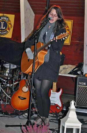 Kajsa Vogel var en av artisterna som uppträdde på scenen i Sveaparken.