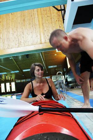 På Auquarena fick de som ville testa att paddla kajak. Den chansen tog Marianne Undvall.