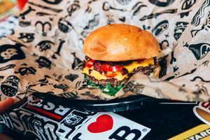 Plötsligt small det bara till och Gävle hade tre burgarställen. Så här kan det komma att se ut på Bastard Burgers.