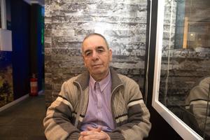Det hade varit omänskligt att stänga av värmen och vattnet och tvinga flyktingarna att flytta, säger Mehmet Tosun. Både han och bolaget som hyr de 34 lägenheterna gör klart att de ser fram emot en juridisk process.