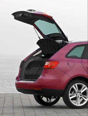 På Seat Ibiza ST finns ingen tröskel som begränsar heller i- och urlastning, men väl gott om förtöjningsmöjligheter.Foto: Seat