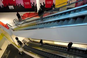 I den nya gallerian Igor leder himlastegen (rulltrappan) upp till paradiset Clas Ohlson. Där finns det mesta en människa behöver. Vad det skall bli för butiker i övrigt är en öppen fråga. På bottenplanet finns redan Systembolaget och COOP. Vad behöver vi mera?