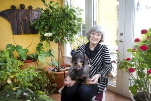 Anita Grünbaum har varit pensionär i tio år men jobbar för fullt med sina engagemang. Amnestygruppen i Sandviken kräver i stort sett en halvtid.