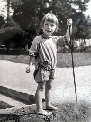 I samband med att den här bilden togs separerade Lisbeth Östmans föräldrar. Hon har saknat sin pappa och säger att hennes mamma inte heller hade något lätt liv.