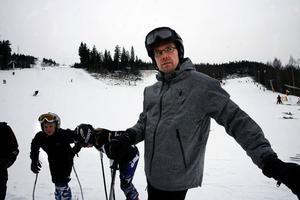 Patrick Castenborg från Nolby alpina hoppas att fler ungdomar ska tillbringa lediga kvällar och helger i skidbacken i stället för att hänga i Kvissleby.