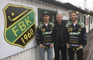 Fredrik Johansson (till vänster) och Mattias Johansson (till höger) vände hem till moderklubben inför förra säsongen. Mellan bröderna står klubbens ordförande Lars-Johan Svanström.
