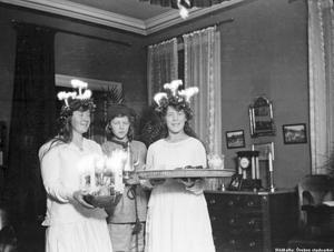 Luciafirande på Fabriksgatan 1920.