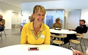 Romana Paiva, från Borlänge, är en av de nyanställda på Ikea i Borlänge. Ikea planerar att öppna 25 oktober. 155 personer har fått nya jobb och sammanlagt är det 180 personer anställda i Borlänge. Foto: Johnny Fredborg
